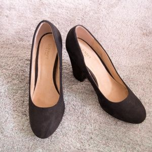 """Old Navy black suede pumps 4"""" thick heels size 9"""